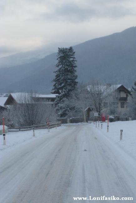 Carretera de acceso, muy nevada, camino a la estación de esquí de Patscherkofel