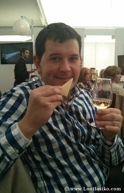 Cata combinada de queso Idiazabal con txakoli durante el evento Euskadi Gastronomika
