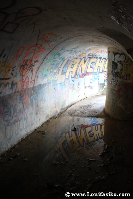 Interior de las galerias de los búnkeres bajo el faro de Gorliz