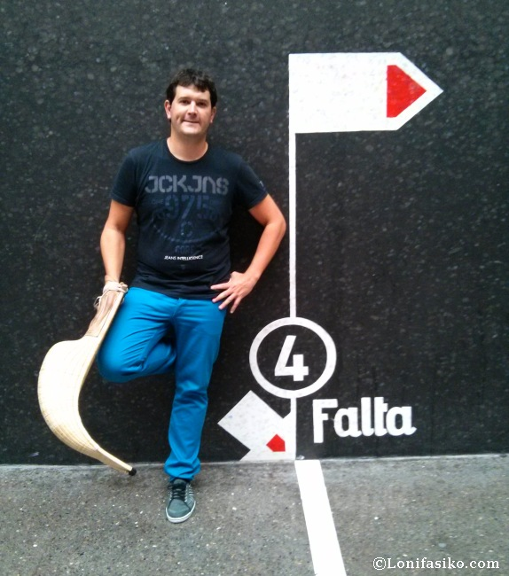 Jugar a cesta punta en el frontón Jai Alai de Gernika, una gran experiencia