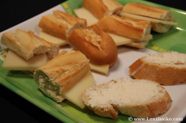 Pintxo de queso Idiazabal en uno de los stands de la feria de Ardoaraba 2013