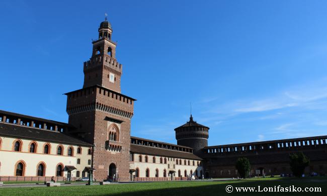 Interior del Castello Sforzesco en Milán
