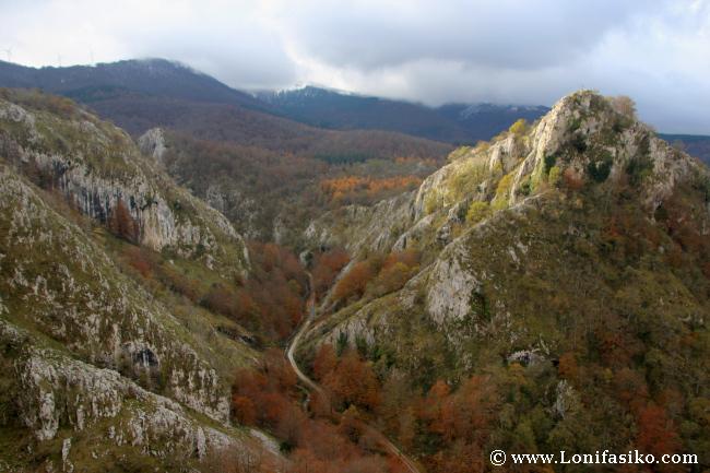Santuario de Arantzazu entorno y montañas