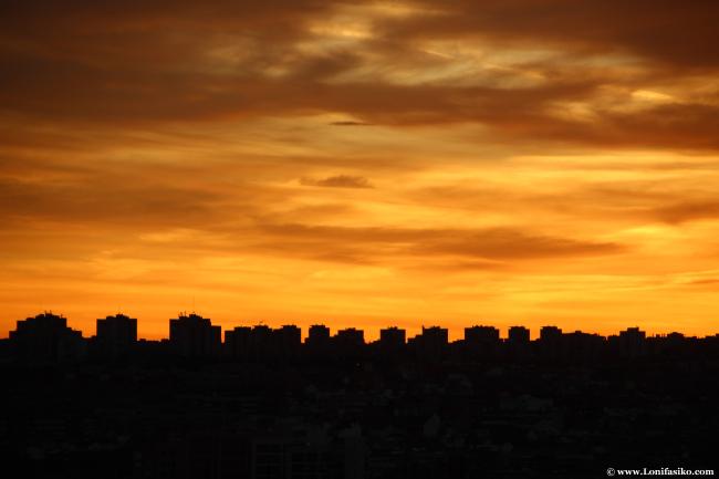 Skyline de edificios de Madrid al atardecer