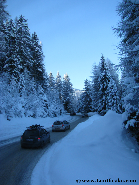 Carretera de acceso a la estación de esquí de Axamer Lizum desde Innsbruck