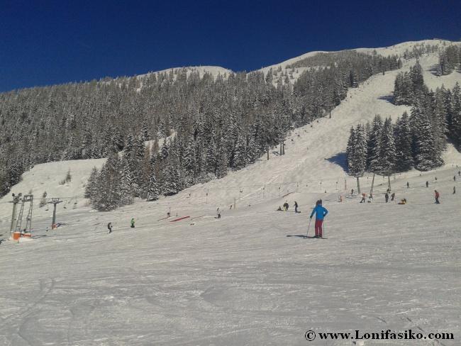 Parte izquierda y valle de la estación de esquí de Axamer Lizum