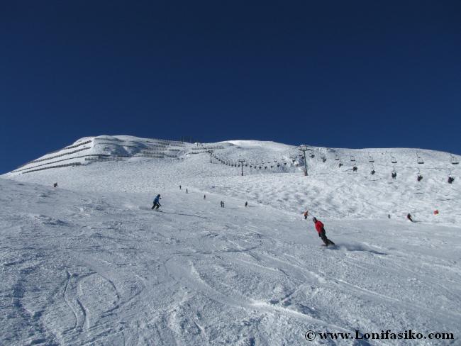 Pista roja amplia para practicar esquí en Axamer Lizum