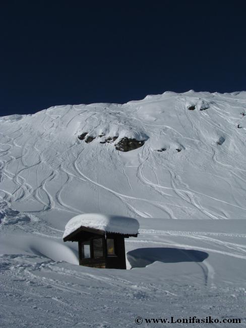 Powder o nieve virgen en la estación de esquí de Axamer Lizum