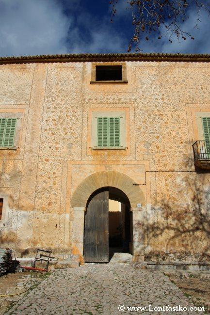 Fachada del edificio principal de la possessió de Es Galatzó