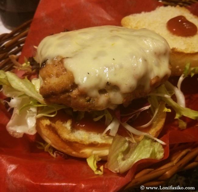 Hamburguesa mallorquina, con carne y sobrasada, y ketchup casero