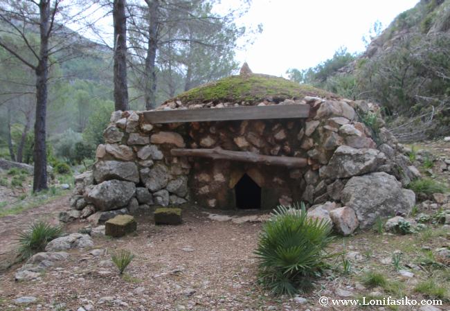Uno de los hornos de cal de Na Llaneres