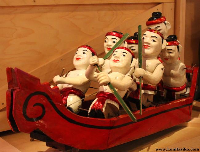 Compleja marioneta de origen oriental en el centro Topic de Tolosa