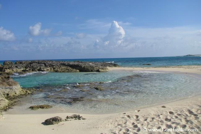 Playa y cala solitaria en Cozumel