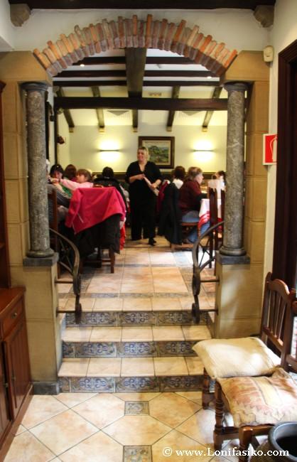 Entrada y comedor derecho del restaurante asador Telesforo