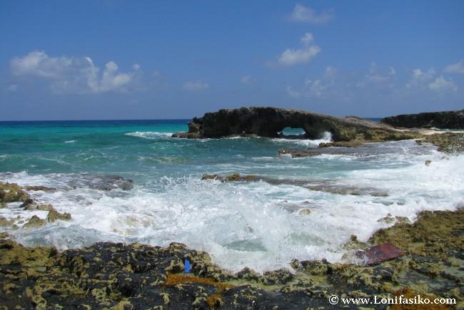 Olas en El Mirador, en la costa Este de Cozumel