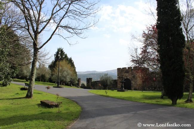 Jardines interiores del recinto visitable, exteriores de la Casa-Torre Loizaga