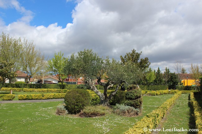 Jardines exteriores del Restaurante La Vieja Bodega