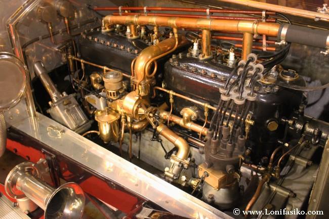 Motor y mecánica de un Rolls-Royce antiguo