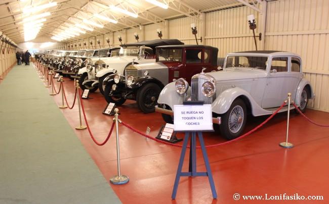 Pabellón con Rolls-Royce de diferentes décadas