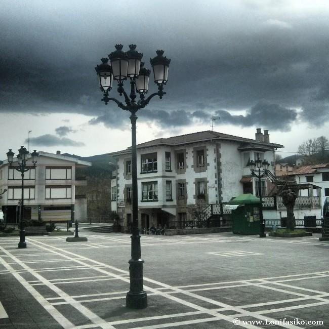 Plaza de Concha, frente al Restaurante Casa Garras