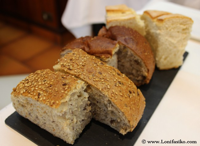 Surtido de pan en Casa Garras