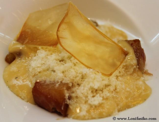 Yema de huevo de caserío, crema carbonara, papada y ralladura de Idiazábal