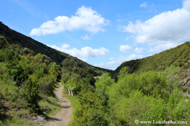 Ruta de senderismo hacia la Ermita de San Pedro de Usún