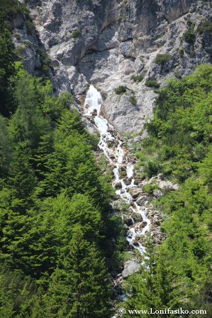 Cascada de Nadiza o Tamar, nacimiento del río Sava Dolinka