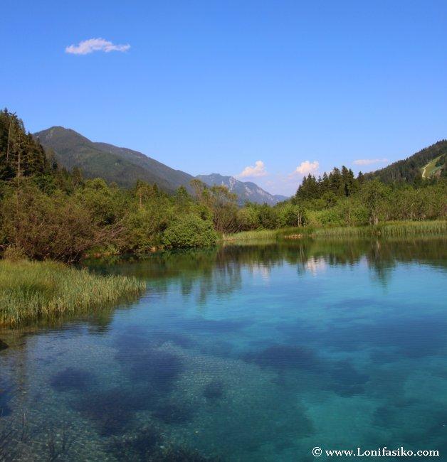 Paisajes alpinos de postal en el nacimiento del río Sava Dolinka