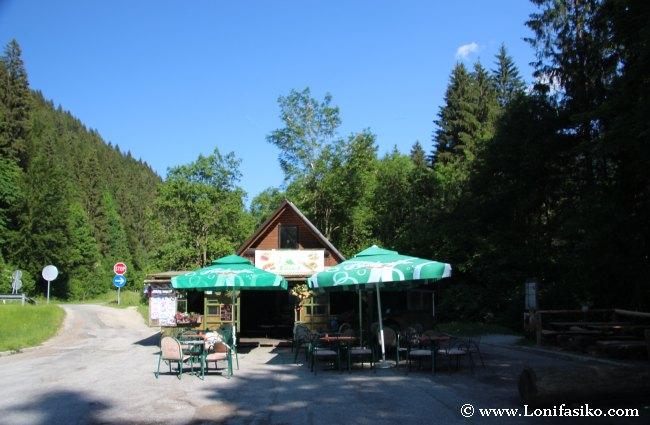Bar-restaurante y acceso al manantial de Zelenci