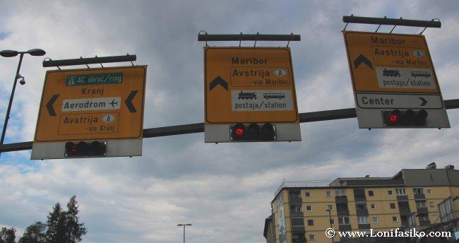 Señales de tráfico en Eslovenia, en inglés