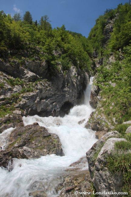 Cascada nacimiento río Soča fotos eslovenia