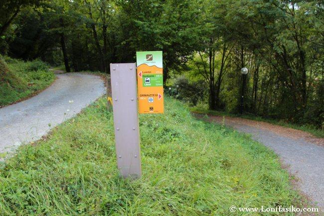 Señalización en el descenso hacia Ormaiztegi