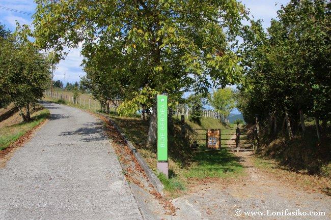 Entrada a la vía verde en Liernia, dirección Mutiloa