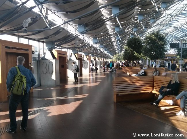 Zona interior de la terminal de autobuses Nils Ericson