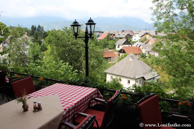 Terraza en el restaurante Gostilna Lectar de Radovljica
