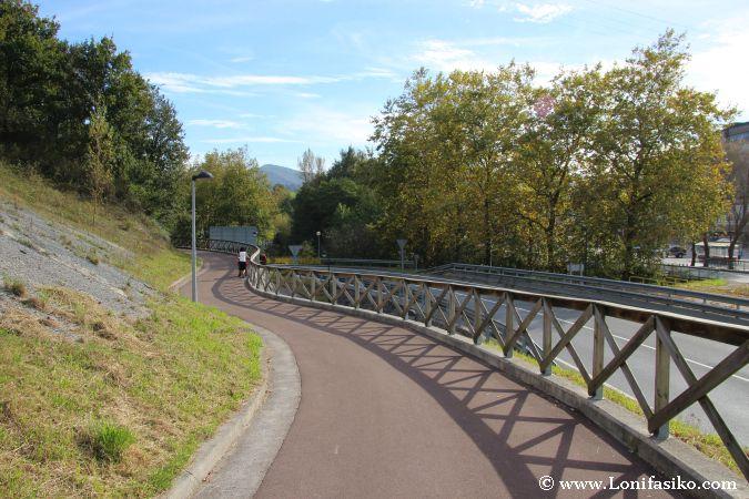 Vía verde de Arditurri cerca de zona industrial