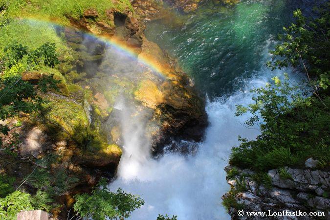 Arcoiris en la cascada de Sum
