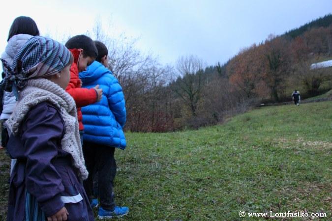 Expectación entre los niños ante la aparición de Olentzero
