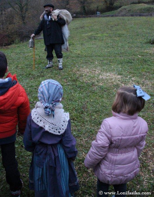 Olentzero saluda a los niños