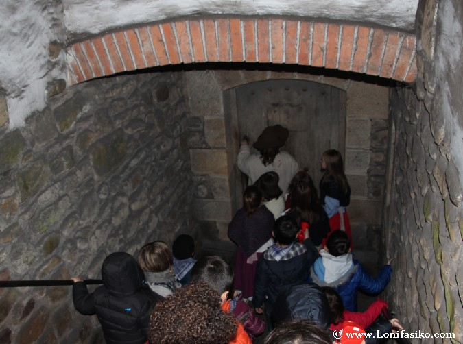 Puerta secreta en la ferrería de Mirandaola