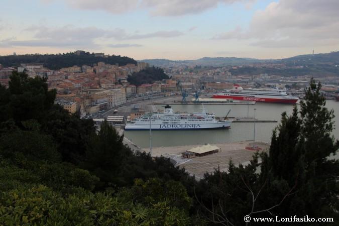 Vistas sobre la ciudad y puerto de Ancona