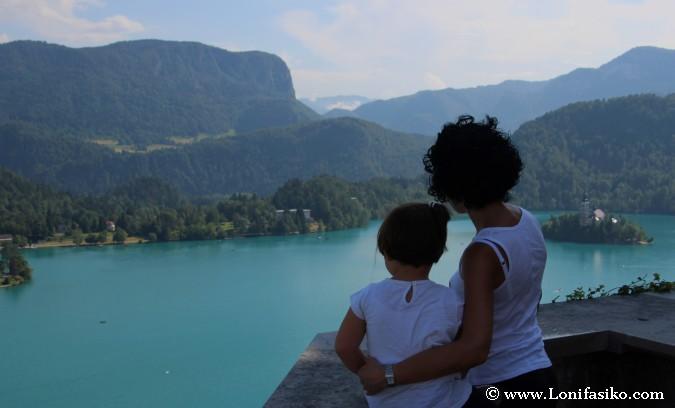 Balconada sobre el lago Bled
