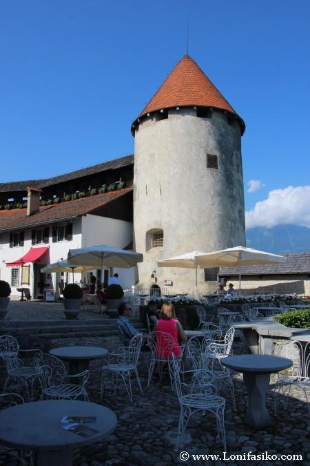 Bar terraza en el patio inferior del castillo de Bled
