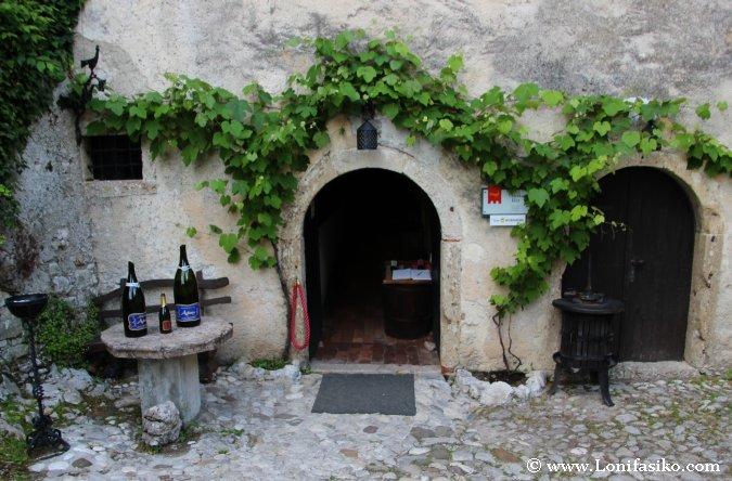 Bodega y vino del castillo de Bled