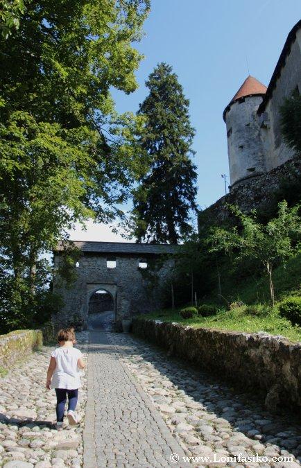 Acceso a la entrada del Castillo de Bled