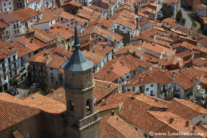 Casas y rojos tedejados de Alcalá de la Selva