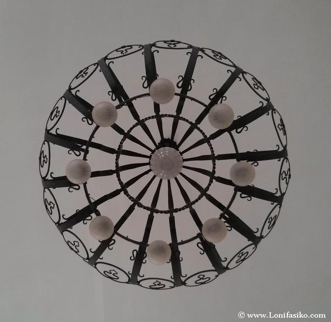 Lámpara en el interior del Castillo de los Dietrichstein