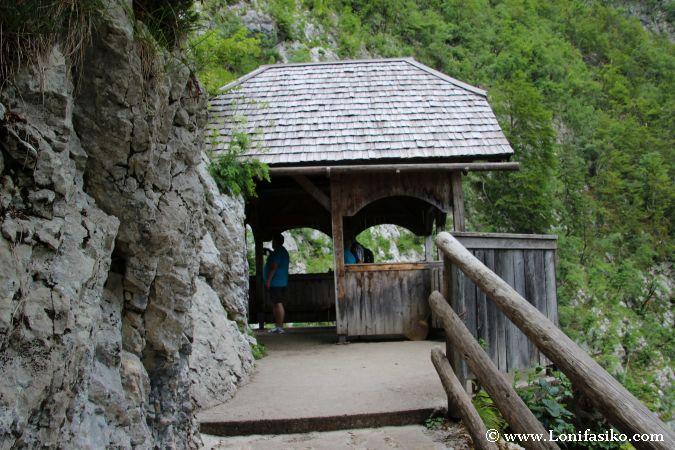 Marquesina-mirador de la cascada de Savica