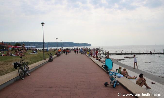 Paseo marítimo y zona de baño en Izola